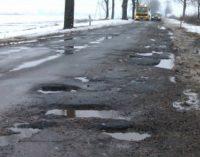 Uszkodzenie pojazdu po wjechaniu w dziurę w jezdni–jak uzyskać odszkodowanie